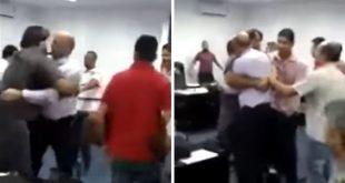 Vídeo: Vereadores trocam socos durante sessão em Câmara na Bahia