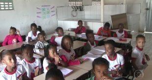 Vídeo: Alunos de rede municipal na Bahia têm aulas em açougue