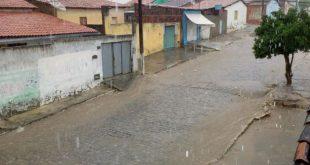 Chuva forte em Itambé e região renova a esperança da recuperação do Rio Pardo