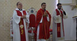 Fiéis lotam a Matriz de São Sebastião na última noite do Novenário ao Padroeiro da cidade