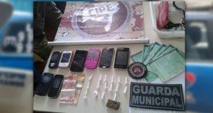Operação conjunta apreende drogas e prende suspeito de tráfico em Itambé