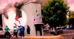 Vídeo: pedreiro invade casa em chamas e salva vida de criança no RS
