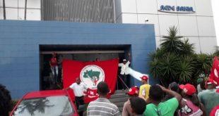 Vídeo: MST invade sede da Rede Bahia em Salvador