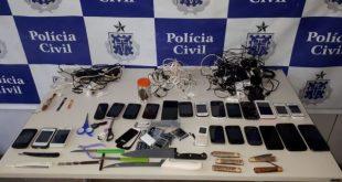 Revista na Carceragem do Complexo Policial de Itapetinga apreende 23 celulares, armas branca e maconha