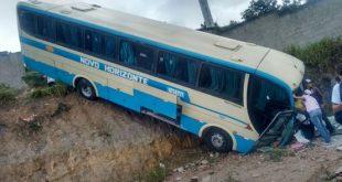 Acidente com ônibus da Novo Horizonte em Barra do Choça deixa vários passageiros feridos