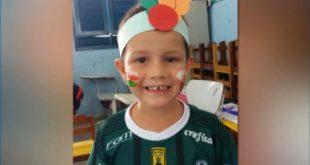 Vídeo: Menino de 4 anos morre depois de ligar carro do pai e bater em muro na Paraíba