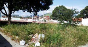 Itambé: Praça Otávio Mangabeira em completo abandono pelo poder público