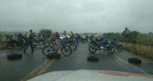 Itambé: Mototaxistas em apoio aos caminhoneiros fecham a BA-263 nesta manhã