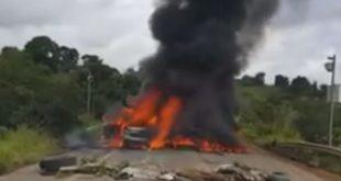 Vídeo: Veículo do governo é incendiado e manifestante é baleado por PM durante protesto na BR-101