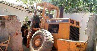 Brasil: Após discussão, empresário tenta derrubar casa da esposa com trator