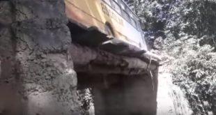 Tragédia anunciada: Alunos correm risco em ponte que ameaça cair na região de Porto Seguro. Vídeo