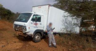 Caminhão de empresa itambeense perde freio e colide com barranco em Ribeirão do Largo