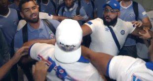"VÍDEO: Jogadores do Bahia levam ""sacode"" dos torcedores no aeroporto de Salvador"