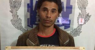 Homem dá 15 facadas na mulher e é preso ao prestar socorro à vítima na Bahia